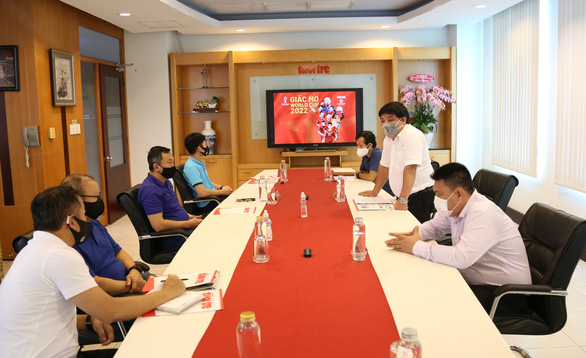 Tập đoàn Hưng Thịnh trao 2 tỉ đồng cho tuyển Việt Nam - Ảnh 2.