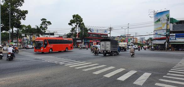 Cần Thơ quy định xe khách đi các tỉnh dọc tuyến biên giới chở không quá 20 người - Ảnh 1.