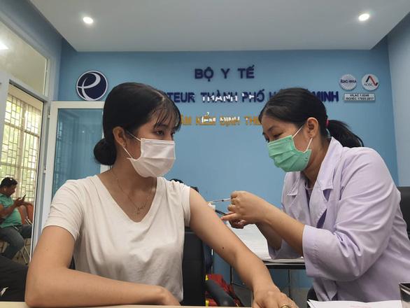 TP.HCM tiêm vắc xin COVID-19 đợt 3: Ưu tiên nhóm bệnh nhân có bệnh lý nền điều trị nội trú - Ảnh 1.