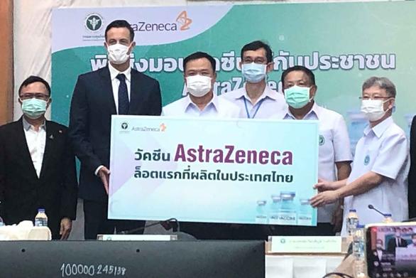 Thái Lan nhận lô vắc xin AstraZeneca nội địa đầu tiên - Ảnh 1.