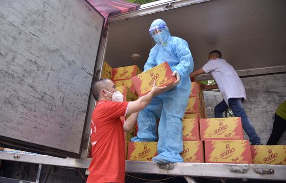 Bắc Giang hỗ trợ 100% tiền ăn cho công nhân mắc COVID-19 - Ảnh 1.