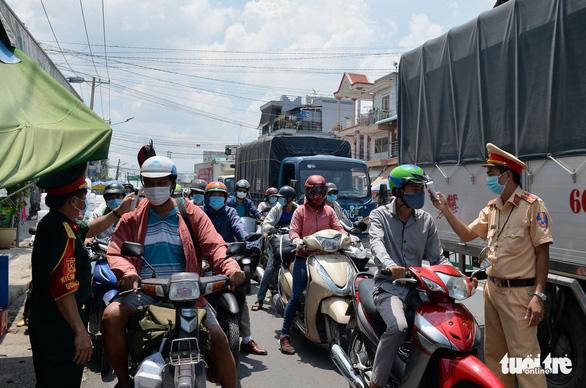 Khu công nghiệp đề nghị UBND TP.HCM có ý kiến với UBND Đồng Nai về quy định cách ly - Ảnh 1.