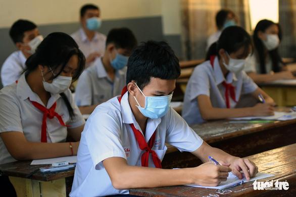 Hơn 21.000 thí sinh Đồng Nai tuân thủ phòng dịch, tham dự kỳ thi tuyển vào lớp 10 - Ảnh 2.