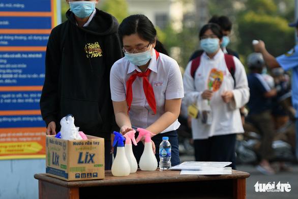 Hơn 21.000 thí sinh Đồng Nai tuân thủ phòng dịch, tham dự kỳ thi tuyển vào lớp 10 - Ảnh 6.