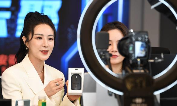 Nữ hoàng livestream Trung Quốc bị cáo buộc bán hàng giả - Ảnh 1.