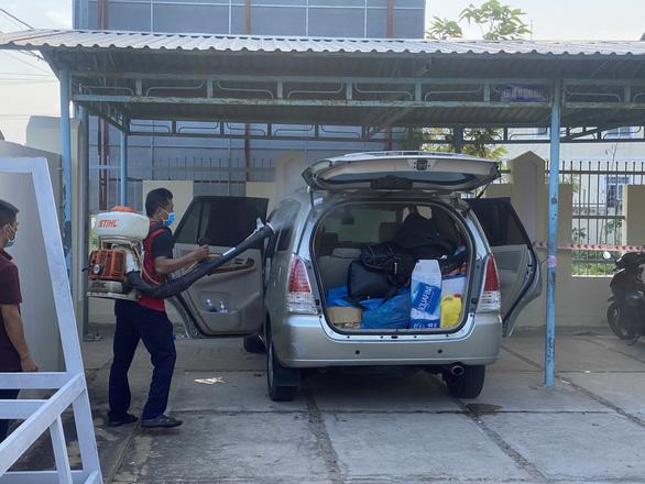 Công an hộ tống xe chở 6 người Trung Quốc trên quốc lộ 1 nghi nhập cảnh trái phép - Ảnh 4.