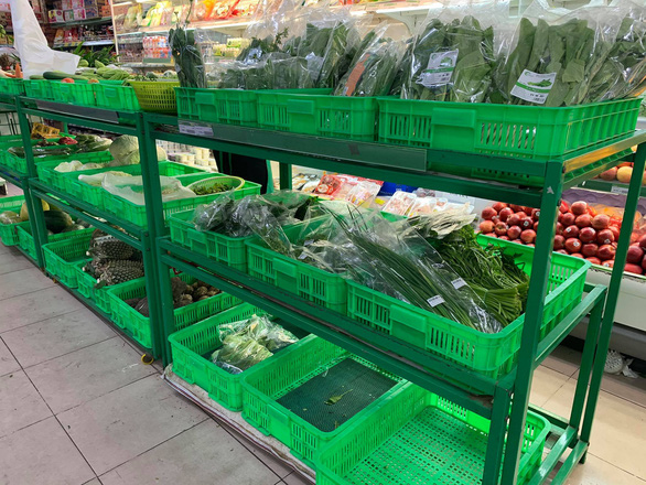 Lo ngại ngăn sông cấm chợ, nhiều loại rau hụt nguồn cung, giá tăng - Ảnh 2.