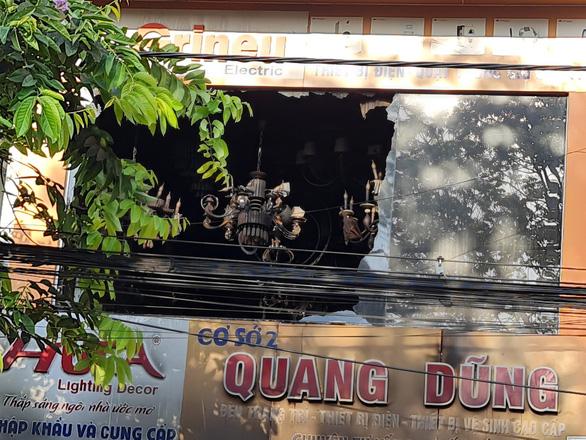 Cháy tiệm bán đồ điện, cả gia đình trẻ 4 người tử vong - Ảnh 2.