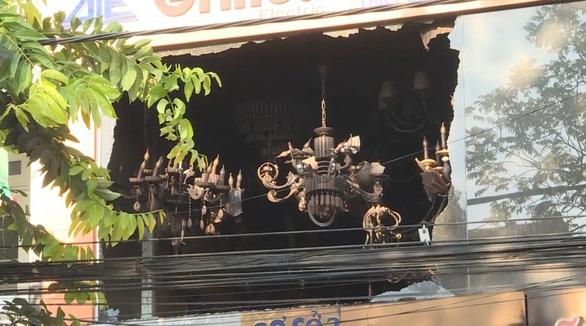 Vụ cháy tiệm điện, 4 người chết: Gọi điện được nhưng không cứu kịp nạn nhân - Ảnh 2.