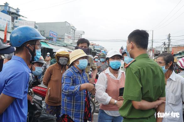 Xe quá đông, chốt cầu Đồng Nai không kiểm soát hết 100% - Ảnh 4.