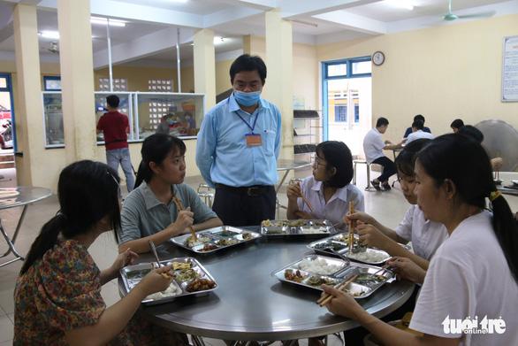 Thí sinh, phụ huynh được ăn ở miễn phí tại điểm thi vào lớp 10 đặc biệt ở Huế - Ảnh 2.