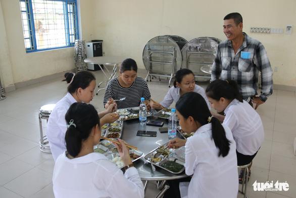 Thí sinh, phụ huynh được ăn ở miễn phí tại điểm thi vào lớp 10 đặc biệt ở Huế - Ảnh 3.