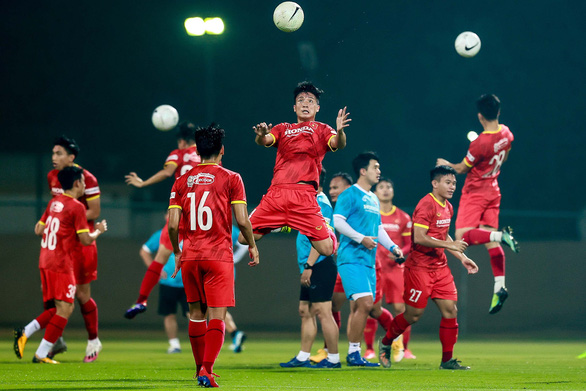 Chuẩn bị trận đối đầu tuyển Indonesia: Ông Park bắt đầu luyện bài khá... hài hước - Ảnh 1.