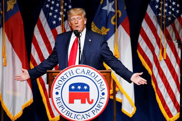 Ông Trump đòi Trung Quốc bồi thường 10.000 tỉ USD do quản lý sai lầm gây ra dịch bệnh COVID-19 - Ảnh 1.