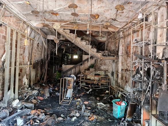 Công an Quảng Ngãi lên tiếng khi bị chê nghiệp dư trong vụ cháy nhà 4 người chết - Ảnh 5.