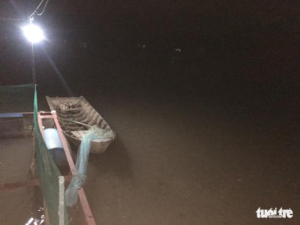 Người đàn ông bị điện giật chết khi chài cá ở sông Cái Cối - Ảnh 1.