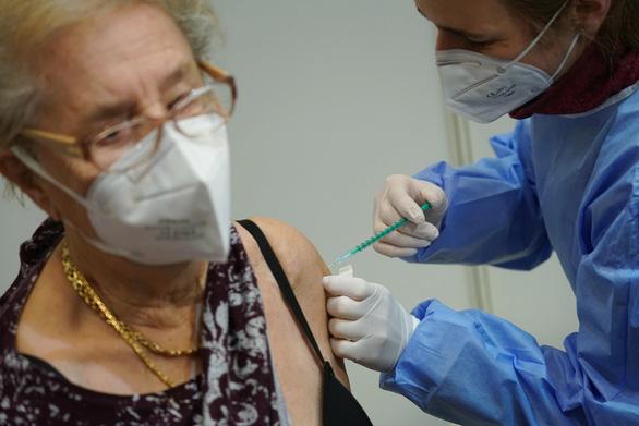Trí tuệ nhân tạo chống dịch - Kỳ 2: AI phân phối, hoàn thiện vắc xin - Ảnh 2.