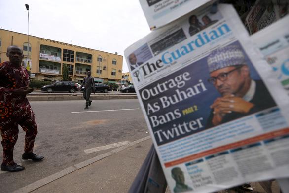 Bị xóa bài đăng, tổng thống Nigeria cấm luôn Twitter - Ảnh 1.