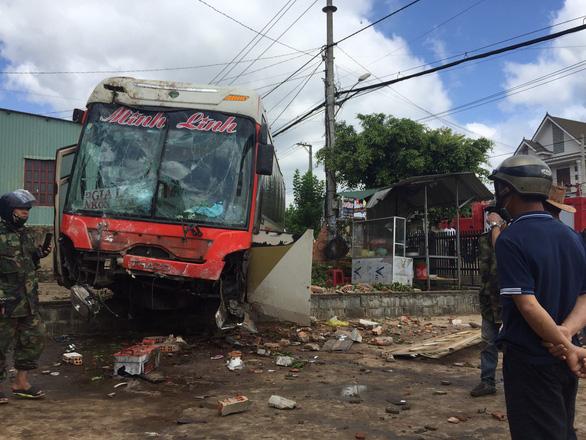 Tai nạn giữa xe khách, xe tải trên quốc lộ 14, 2 người chết, 5 người bị thương - Ảnh 5.