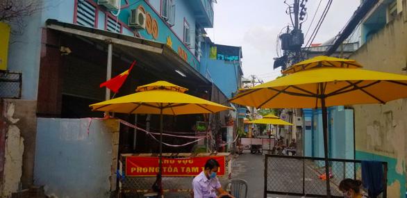 5 người trong 1 khu nhà trọ ở quận Tân Bình mắc COVID-19 - Ảnh 1.