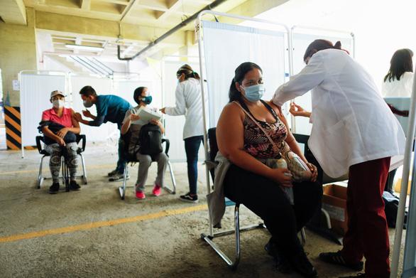 Các cựu lãnh đạo thế giới kêu gọi G7 hỗ trợ vắc xin các nước nghèo - Ảnh 1.