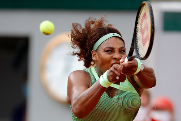 Serena Williams bị loại sớm, Federer rút lui khỏi Roland Garros - Ảnh 2.