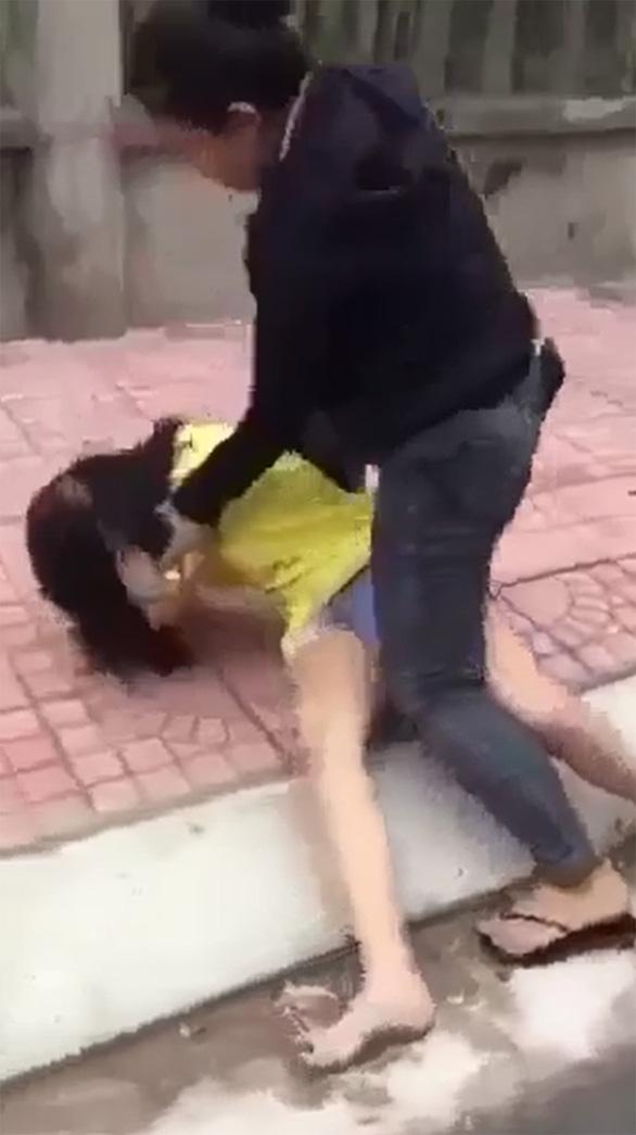 Vụ nữ sinh lớp 7 bị đánh: Yêu cầu công an điều tra nhóm 'Bố Già 78' và 'Chị Đại' - Ảnh 1.