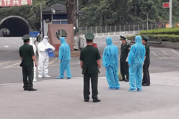Trục xuất 3 thanh niên Trung Quốc nhập cảnh trái phép vào Việt Nam - Ảnh 1.