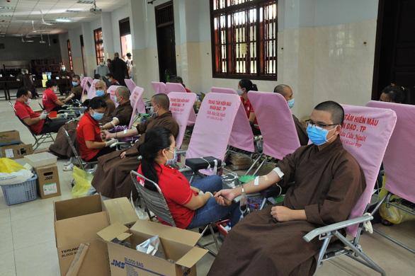 Hơn 50% đơn vị đã đăng ký hiến máu báo hủy - Ảnh 1.