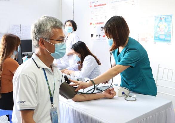 Chùm 7 ca mắc COVID-19 trong Công ty AAC ở Bắc Ninh ủ bệnh từ trước - Ảnh 1.