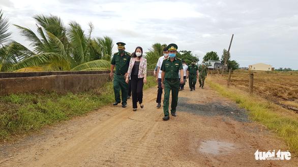 Phó chủ tịch nước làm việc với lực lượng chống dịch COVID-19 tại An Giang - Ảnh 1.
