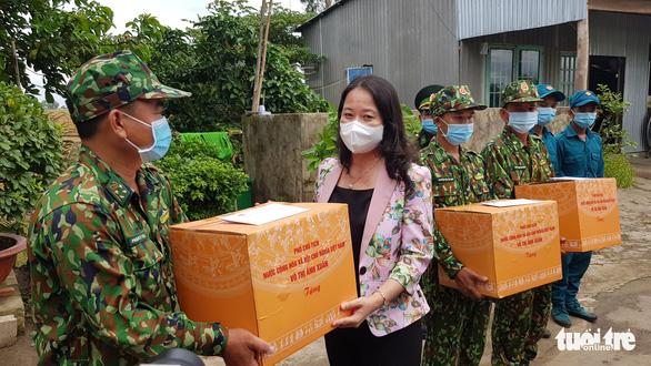 Phó chủ tịch nước làm việc với lực lượng chống dịch COVID-19 tại An Giang - Ảnh 2.