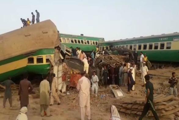 Hai đoàn tàu đâm nhau tại Pakistan, ít nhất 30 người thiệt mạng - Ảnh 2.
