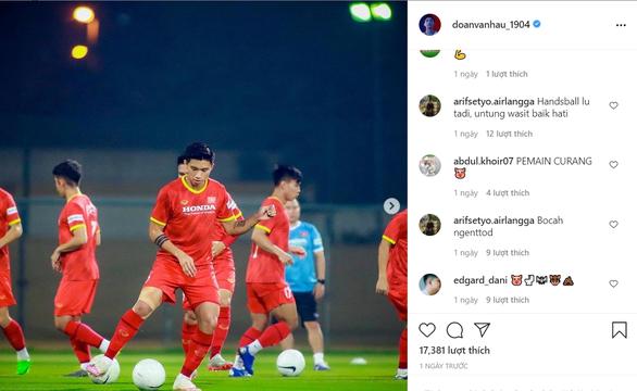 Dân mạng Indonesia tấn công chửi bới Đoàn Văn Hậu trên Instagram - Ảnh 1.
