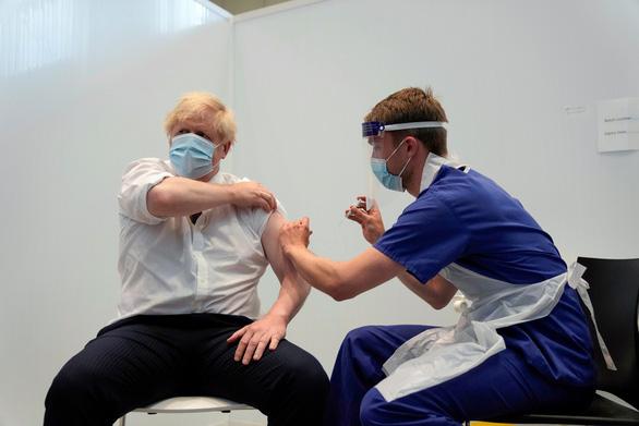 Bác sĩ gốc Việt tin chữa được chứng máu đông liên quan vắc xin AstraZeneca - Ảnh 2.