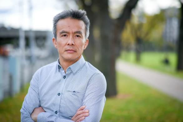 Bác sĩ gốc Việt tin chữa được chứng máu đông liên quan vắc xin AstraZeneca - Ảnh 1.