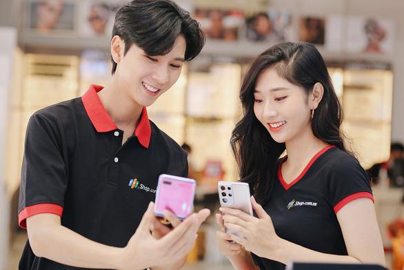 FPT Shop giảm đến 11 triệu đồng, nhân đôi bảo hành điện thoại Samsung - Ảnh 1.