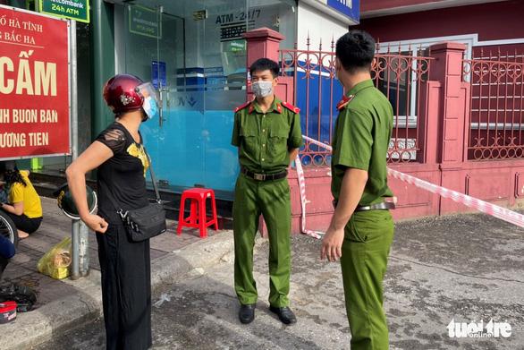 Phong tỏa Bệnh viện Đa khoa tỉnh Hà Tĩnh vì có nhân viên mắc COVID-19 - Ảnh 2.