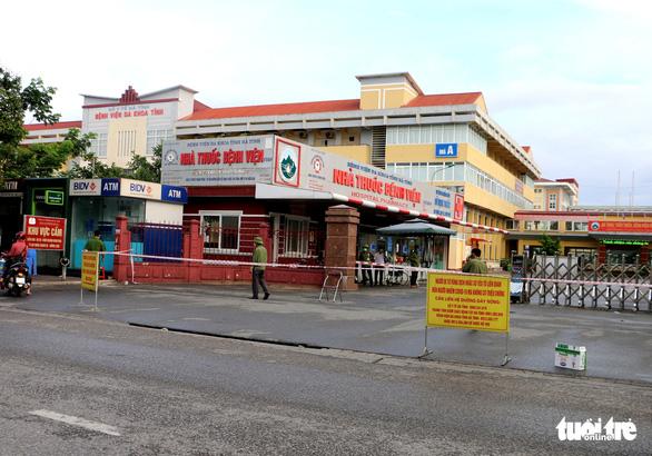 Phong tỏa Bệnh viện Đa khoa tỉnh Hà Tĩnh vì có nhân viên mắc COVID-19 - Ảnh 1.
