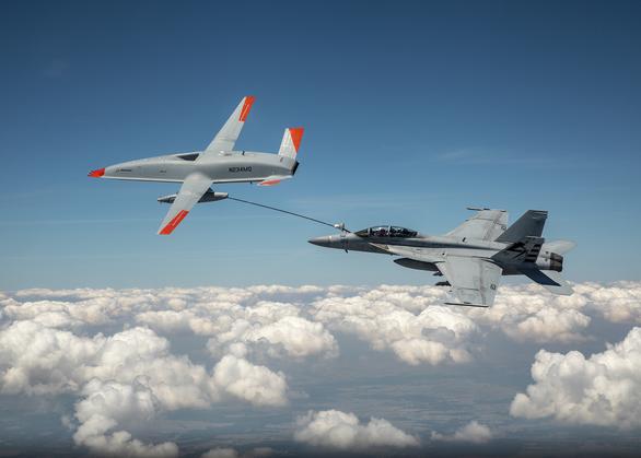 Clip UAV Mỹ tiếp nhiên liệu cho tiêm kích đang bay - Ảnh 2.