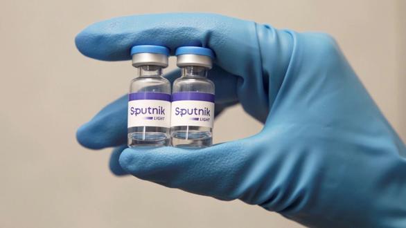 Nhiều hãng dược Nga chuộng vắc xin Sputnik Light vì khó làm Sputnik V - Ảnh 1.