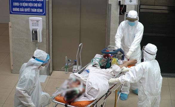 Ca COVID-19 tử vong trên đường chuyển viện: Có triệu chứng sớm nhưng tự mua thuốc uống tại nhà - Ảnh 1.