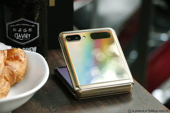 FPT Shop giảm đến 11 triệu đồng, nhân đôi bảo hành điện thoại Samsung - Ảnh 2.
