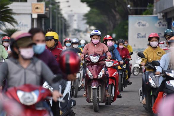 Nữ công nhân Công ty Pouyen Việt Nam nghi mắc COVID-19, lấy mẫu xét nghiệm 3.000 người - Ảnh 1.