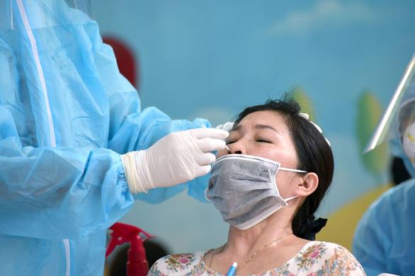 24 giờ qua TP.HCM ghi nhận thêm 40 ca nhiễm mới, huyện Hóc Môn nhiều nhất - Ảnh 1.
