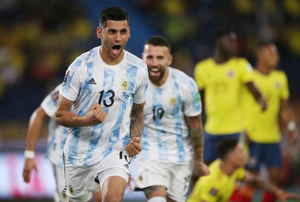 Argentina đánh rơi chiến thắng ở phút 90+4 sau khi dẫn 2-0 - Ảnh 1.