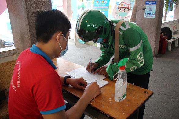 Quận Phú Nhuận khởi động ATM gạo - một miếng khi đói bằng một gói khi no - Ảnh 2.