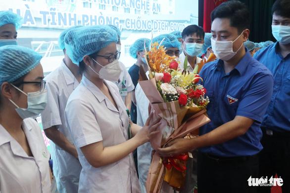 Nghệ An xuất quân chi viện Hà Tĩnh chống dịch COVID-19 - Ảnh 2.