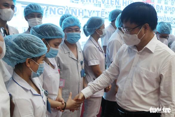 Nghệ An xuất quân chi viện Hà Tĩnh chống dịch COVID-19 - Ảnh 1.