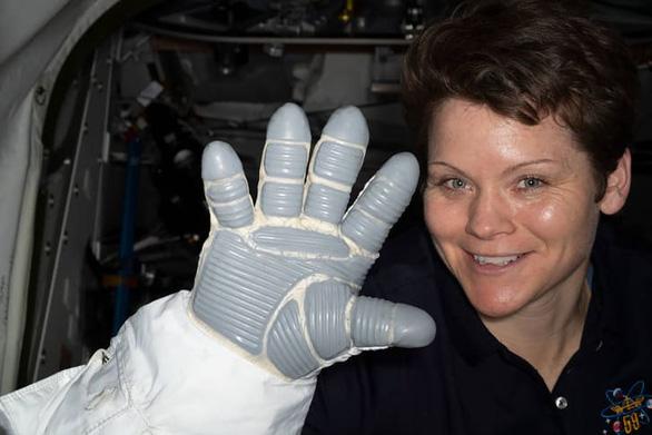 NASA công bố thiết kế bộ đồ vũ trụ mới của phi hành gia - Ảnh 2.